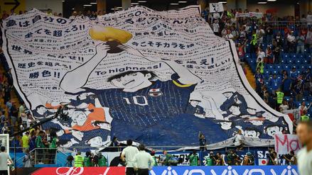 Hinchas japoneses mostraron peculiar pancarta en el partido ante Bélgica