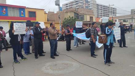 Administrativos de la UNPRG exigen a Trabajo declare legal su huelga