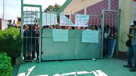 Estudiantes del colegio Arequipa tomaron local en rechazo a directora