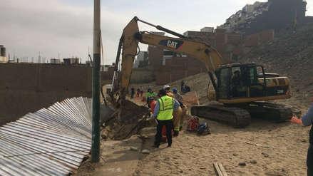 Surco: rescatan a obrero que quedó atrapado en un derrumbe