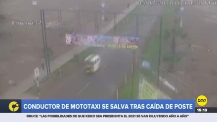 Conductor de una mototaxi se salvó de ser aplastado por un poste de luz en Ancón