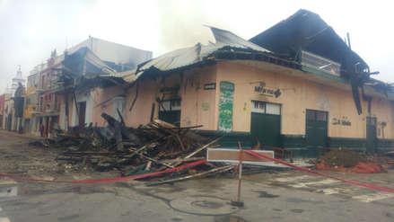 Restringen tránsito vehicular por incendio de casona en centro de Trujillo