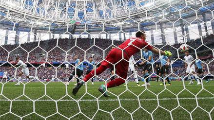 Uruguay vs. Francia: Varane se anticipó a los defensores y abrió el marcador con un cabezazo