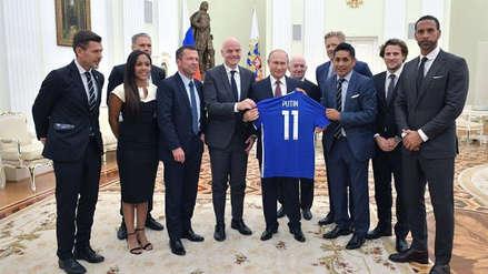 Putin se reunió en el Kremlin con leyendas del fútbol