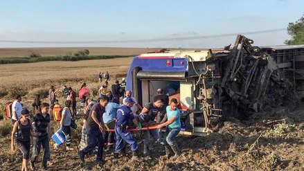Al menos diez muertos y 73 heridos al descarrilarse un tren en Turquía