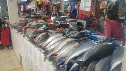 Aumenta precio de pescado por fuerte oleaje en Trujillo