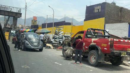 Denuncian que talleres mecánicos invaden la avenida Naranjal desde hace dos años