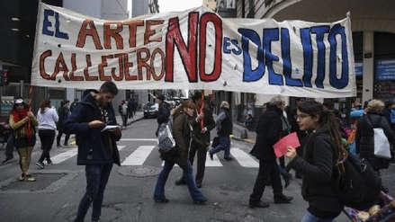Argentina: Artistas callejeros protestaron contra regulación de su actividad