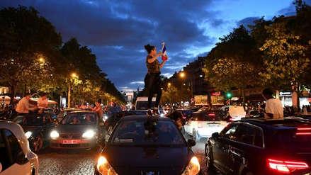 Franceses toman las calles de París celebrando el pase a la final de Rusia 2018