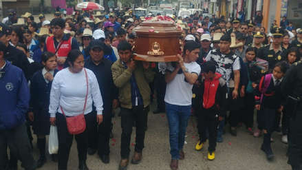 Cajamarquinos dieron último adiós a Juanita Mendoza en su entierro y pidieron justicia
