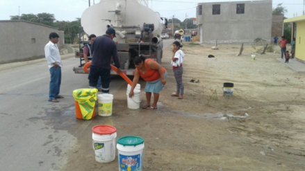 Reanudan entrega de agua con 5 cisternas en zonas de emergencia en Mórrope
