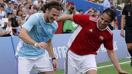 Leyendas de la FIFA jugaron una 'pichanga' en la Plaza Roja