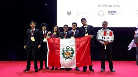 Perú logró cinco medallas en mundial de matemática en Rumania