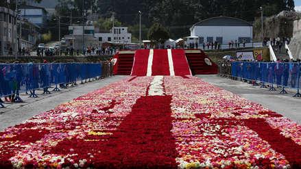 Ecuador busca romper el récord Guinness de arreglo decorado de rosas