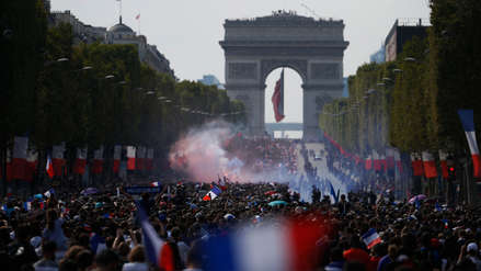 La Selección de Francia recorrió las calles de París con la Copa del Mundo ante sus hinchas