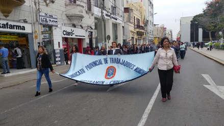 Trabajadores del municipio de Chiclayo exigen pago de gratificación