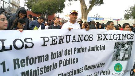 Cientos se reúnen para marchar contra la corrupción en Trujillo