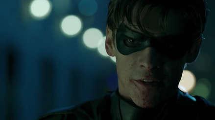 Robin se pasa al lado oscuro en el tráiler de la Comic-Con de
