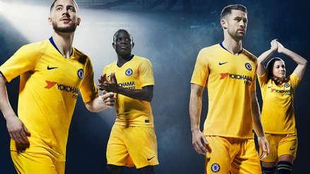 Hazard promociona la camiseta alterna del Chelsea en medio de rumores que lo vinculan al Real Madrid