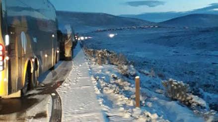 Video   Paso restringido en carretera Arequipa - Puno por nevadas