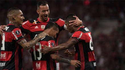 Flamengo, con Paolo Guerrero, derrotó a Botafogo y continua siendo líder del Brasileirao