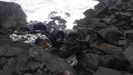 Un muerto y un desaparecido tras caída de camioneta a un acantilado en Arequipa