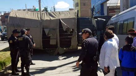 Portatropas del Ejército se despista y provoca triple choque en Huancayo