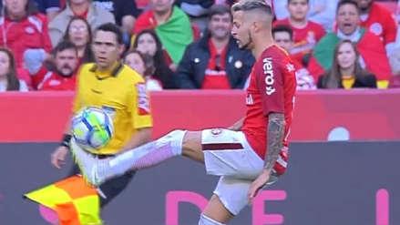El espectacular control de balón de un jugador del Inter de Porto Alegre