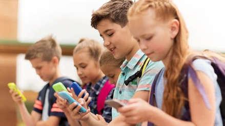 Francia prohíbe celurares, tablets y relojes con wifi en las escuelas