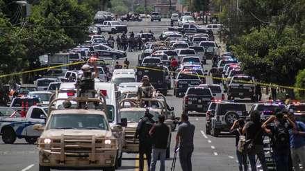 Un hombre mató a su esposa, disparó a policías y tomó a su hija como rehén en la frontera mexicana