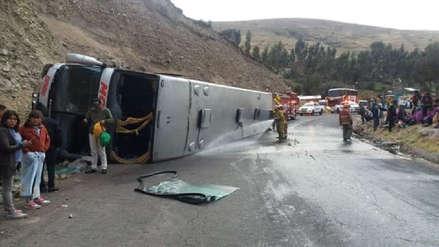 Un bus se despistó en Ayacucho y dejó un muerto y 14 heridos