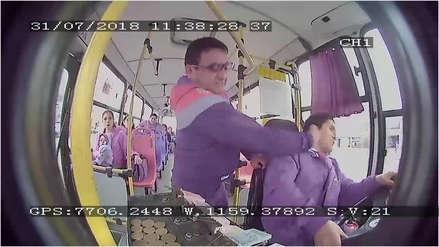 Hombre agredió a chofer de bus por no detenerse en un paradero informal