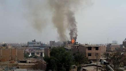 Incendio consume fábrica de colchones en Florencia de Mora