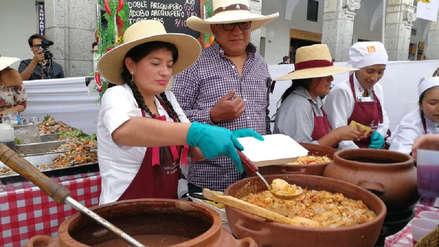 Más de tres mil vasos de chicha se repartieron en la Plaza de Armas de Arequipa