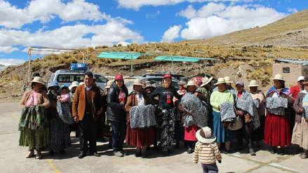 Comité de damas del Congreso llevó ayuda a familias víctimas de heladas en el sur