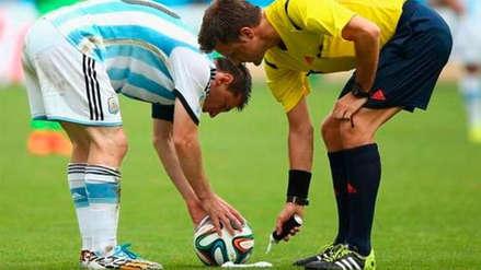 La FIFA fue llevada a juicio por el uso del spray arbitral evanescente