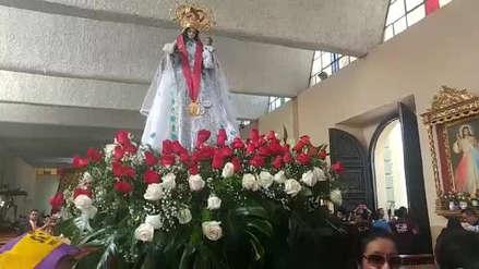 Roban mantos de la Virgen del Cisne durante celebraciones por la Cruz de Motupe