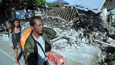 Indonesia evacúa a 2,000 turistas tras terremoto que dejó al menos 98 muertos
