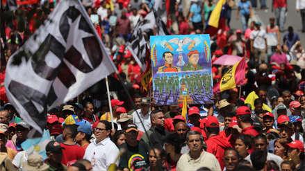 Miles de personas marchan en Caracas en apoyo a Maduro tras atentado