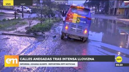 Calles anegadas por la intensa llovizna en Villa María del Triunfo y Villa El Salvador