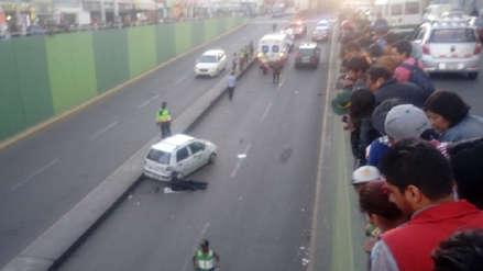 Mecánico murió cuando reparaba el taxi de su padre