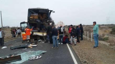 Tres muertos y más de 20 heridos dejó el choque de un bus contra una cisterna en Piura