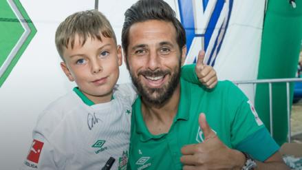 El gran gesto de Claudio Pizarro con un niño hincha del Werder Bremen