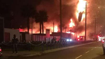 Un incendio en fábrica de muebles en el distrito de Chorrillos fue controlado por los Bomberos