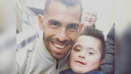 El emotivo gesto de Carlos Tevez con un pequeño hincha de Boca Juniors