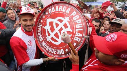 Paolo Guerrero fue recibido por cientos de hinchas del Inter de Porto Alegre