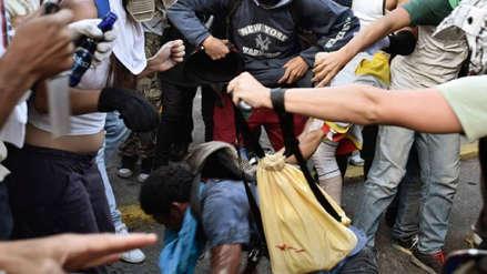 Vecinos golpean a ladrón con ayuda de un policía en Argentina