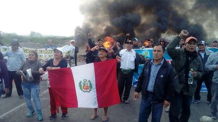 Trabajadores de empresa Tumán bloquean carretera Chiclayo -Chota