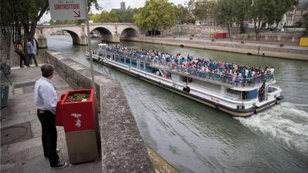 Fotos | Polémica en París por nuevos urinarios ecológicos instalados en sus calles