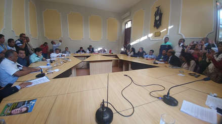"""Mayoría blindó a Alcalde en sesión de concejo y le dijo """"no"""" a la suspensión"""